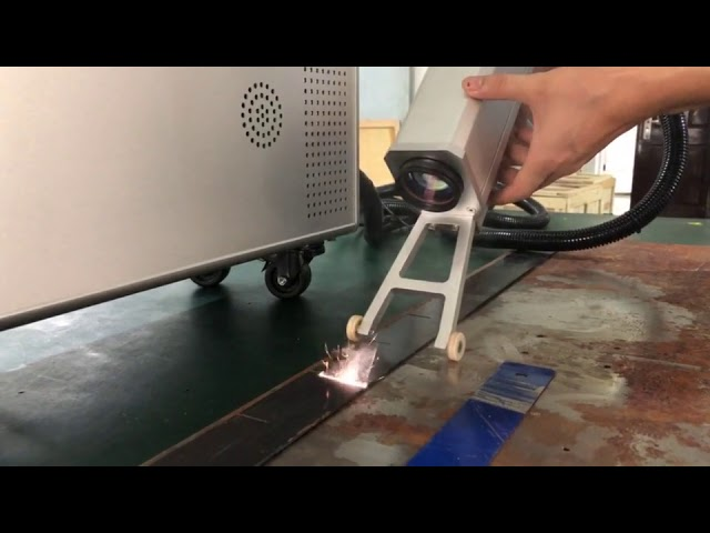 60 W Portable Fiber Laser Rust Removal Machine For Cleaning Rusty Metal